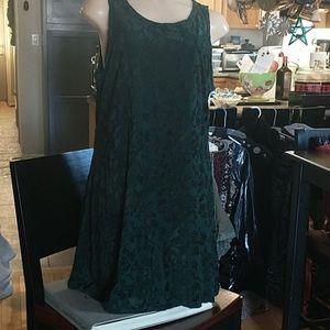 🇨🇦 Green mini dress